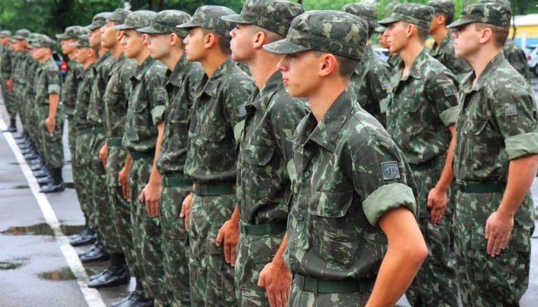 Quando deve ser feito o alistamento militar?