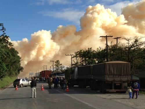 O que causou a nuvem tóxica em Santa Catarina?